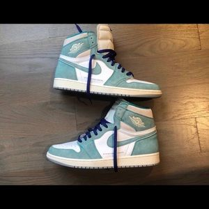 Air Jordan Retro 1 ( Turbo Green )